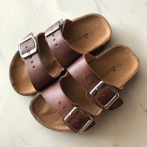 2/$20 🥿Girl brown sandals